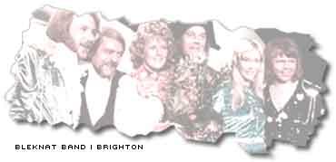 en bleknad tidningsbild från abbas seger i melodifestivalen 1974