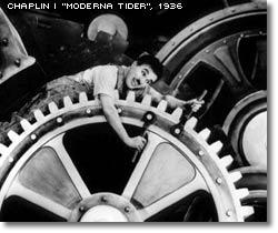Chaplin kläms mellan jättelika kugghjul i filmen Moderna tider, 1936