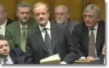 Robin Cook under sitt avskedstal som minister